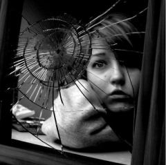 The_Broken_Mirror_RETOO