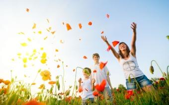 happy-people-in-the-poppy-field-1280x800-wide-wallpapers-net