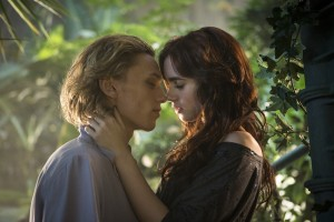 jamie_campbell_bower_as_jace_wayland_and_lily_collins_as_clary_fray_3